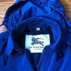 Burberry Jackets & Coats - 💯% Authentic Burberry Trench Raincoat Size US 6!
